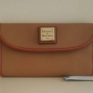 Dooney & Bourke Bags - New Dooney & Bourke Pebble Leather Wallet